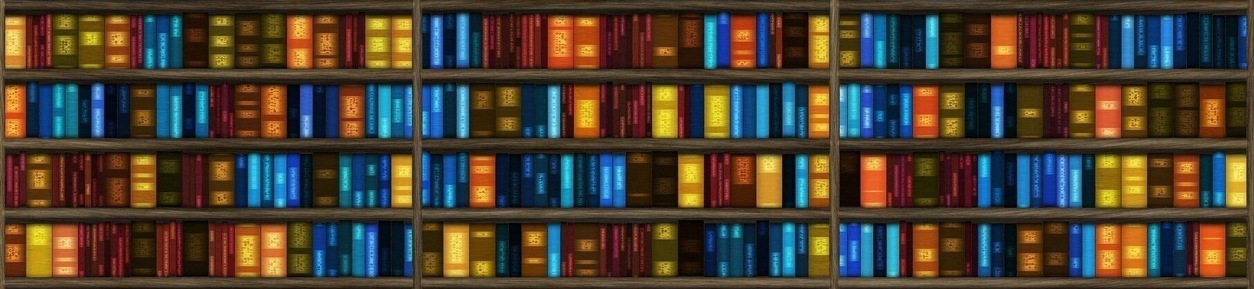 Farbenfrohes Bücherregal von Büchervergleich.org, wo Sie Bücher günstig kaufen können.