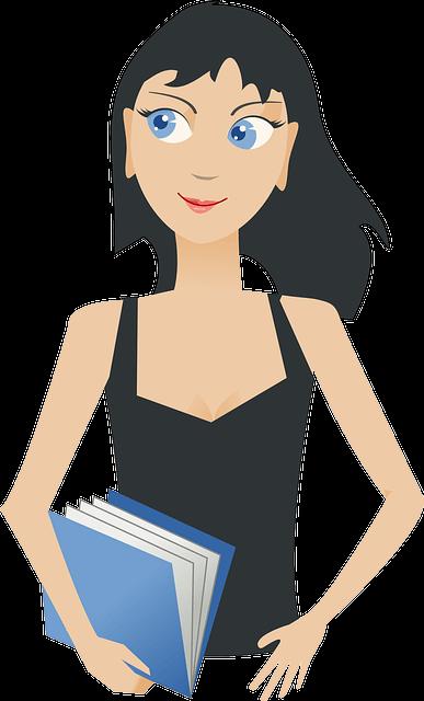 Schwarzhaarige Teenagerin mit hellblauem Buch in der der rechten Hand